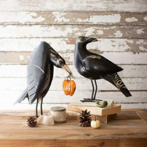Great-Finds-Parker-Products-Kalalou-set-of-2-recycled-iron-crows-holding-a-pumpkin-00
