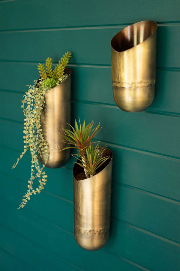 Great-Finds-Parker-Products-Kalalou-set-of-3-antique-brass-wall-vases-00