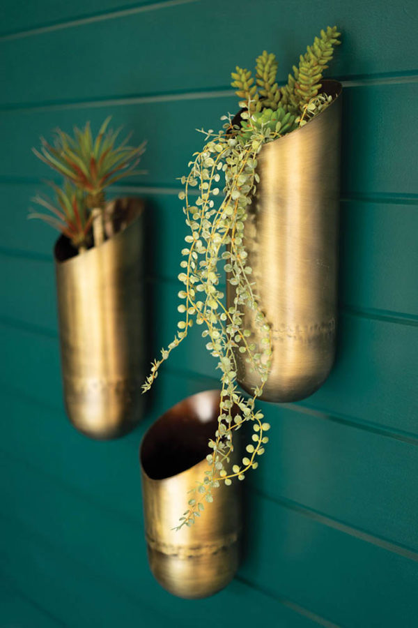 Great-Finds-Parker-Products-Kalalou-set-of-3-antique-brass-wall-vases-01