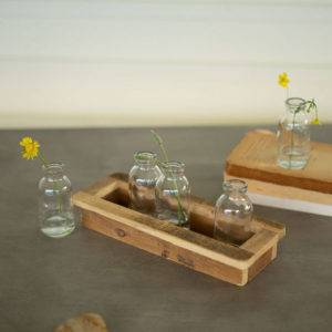 Great-Finds-Parker-Products-Kalalou-set-of-5-glass-bud-vases-with-recycled-wood-base-00